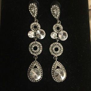 🎉 SALE🎉NWOT Rhinestone drop earrings